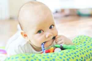 Como aliviar a dor do dente que está nascendo?